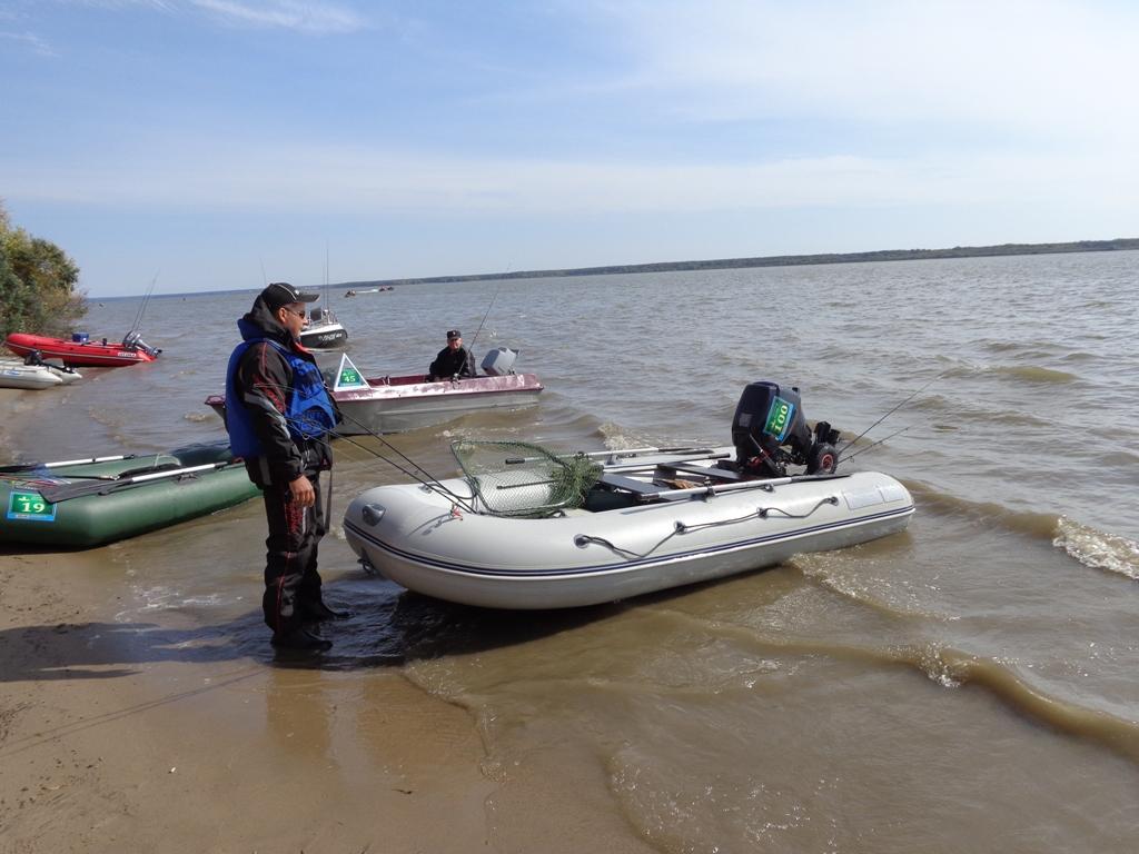 лодка резиновая с триммером